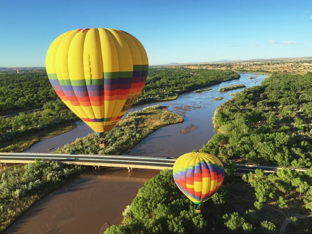 Heißluftballons über dem Rio Grande